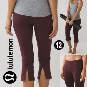 Lululemon Gather & Crow Crop II Bordeaux Drama